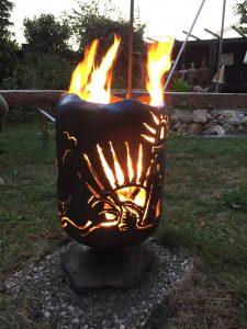 Feuertonne Meer mit Glühweintopf