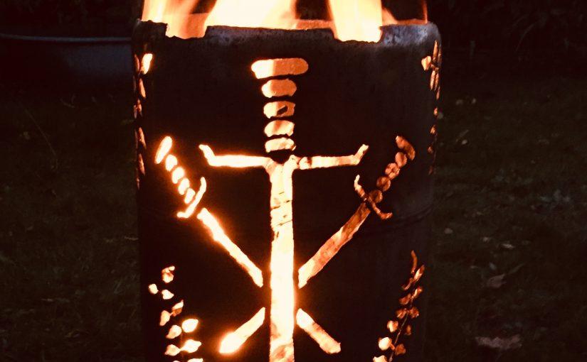 Feuertonne Wappen und Schwerter