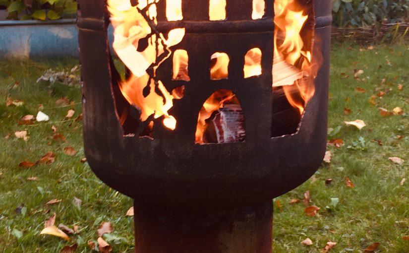 Feuertonnen mit hohem Fuß