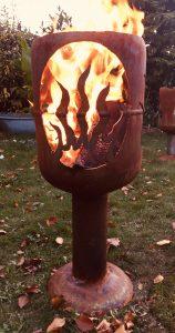 euertonne eiserne Flamme hoch