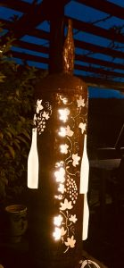 Beleuchtete Weinflaschen