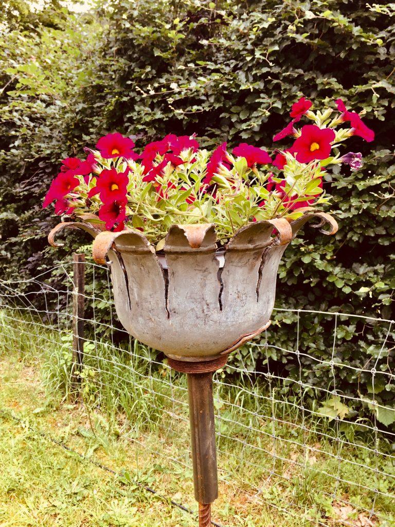 Gartenfackel mit Blumendeko