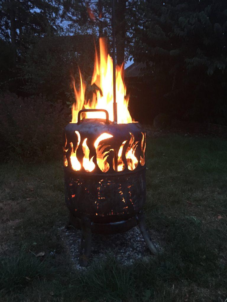 Feuertonne mit Glühweintopf